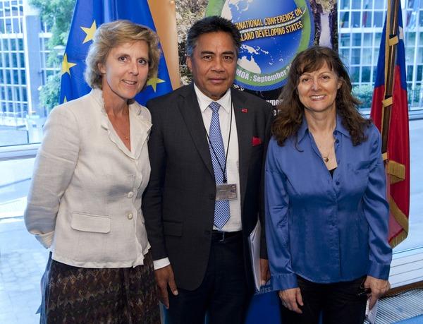 EU Commissioner Connie Hedegaard, HE Fatumanava Dr. Paolelei III Luteru & MEP Hiltrud Breyer